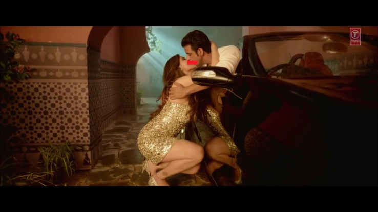 Awkward kissing scene of bollywood