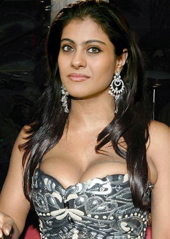 kajol hot dress took attention of media..