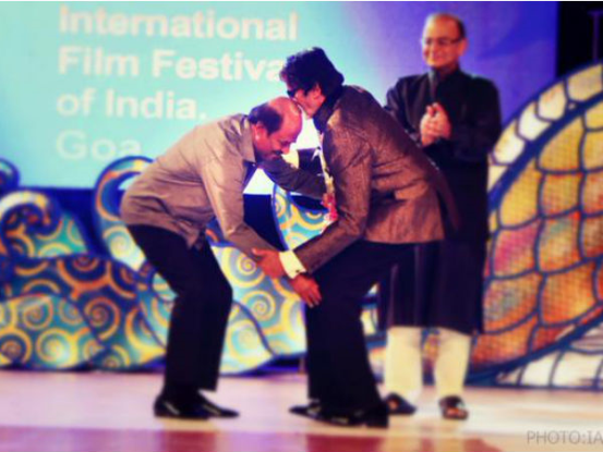 Thalaiva touched foot of Amitabh, guess why?