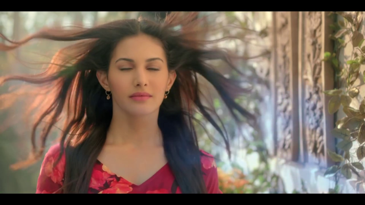 Know some amazing experience of amyra khan, working with imran hashmi!