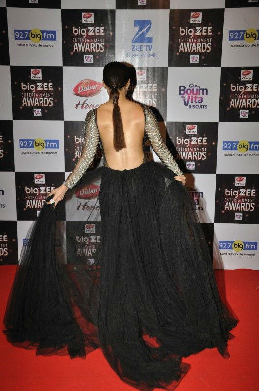 Sana khan stun eveyone with backless dress!