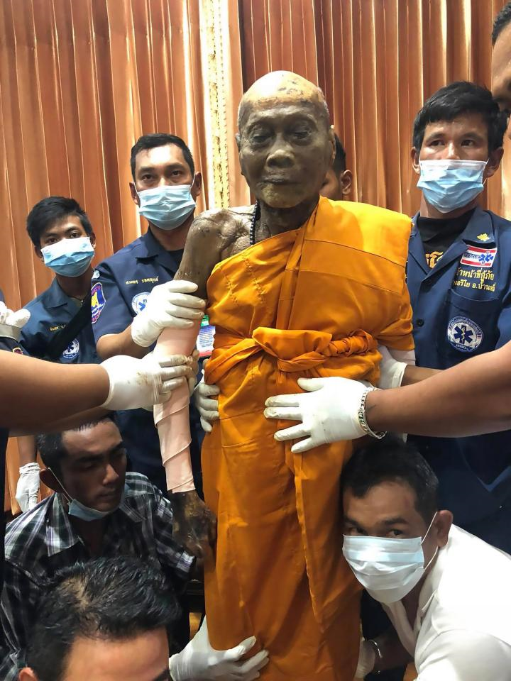 Body of Buddhist priest still smiling after 2 month of death