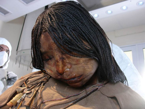 500 old body of an girl found in an volcano