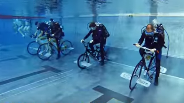 Under water cycle race